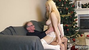 70 year old man fucks 18 year old girl she swallows all his cum